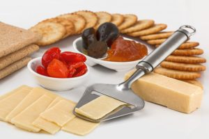 cheese-slicer-crackers-appetizers-dairy-product-37922